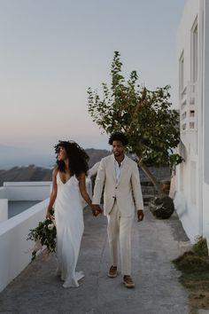 Wedding Pics This couple went for a minimalistic and free-spirited vibe for their epic Greece elopement Wedding Tips, Wedding Couples, Wedding Photos, Dream Wedding, Wedding Day, Wedding Bride, Perfect Wedding, Trendy Wedding, Elegant Wedding