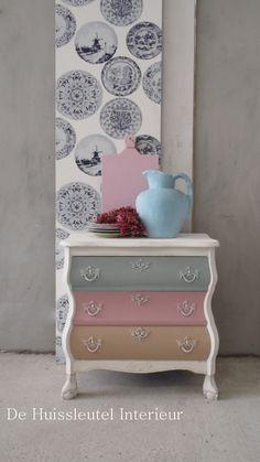 Buikkastje in pasteltinten Furniture, Cozy Decor, Modern Bedroom Furniture, Romantic Furniture, Luxurious Bedrooms, Home Decor, Painted Furniture Ideas Dressers, Creative Home, Cool Furniture