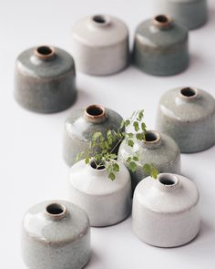 beautiful ceramic vases Art Ideas 9 simple and modern tips and tricks: paper vases glasses hanging vases diy. Hanging Vases, Bud Vases, Flower Vases, Wall Vases, Pottery Painting, Pottery Vase, Ceramic Pottery, Slab Pottery, Glazes For Pottery
