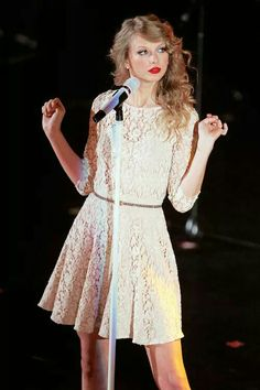 Taylor Swift and Katy Perry Bring Love to Radio 1 Teen Awards as Best Dressed Robert Pattinson Accepts Via . Taylor Swift Speak Now, Taylor Swift Style, Taylor Swift Pictures, Taylor Alison Swift, Taylor Swift Fashion, Teen Awards, Nice Dresses, Flower Girl Dresses, Taylor Swift Wallpaper