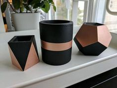set of 3 luxury concrete planters in black and copper. This set includes c Great set of 3 luxury concrete planters in black and copper. This set includes c. Great set of 3 luxury concrete planters in black and copper. This set includes c. Concrete Pots, Concrete Design, Concrete Planters, Water Based Acrylic Paint, Concrete Crafts, Concrete Projects, Succulents In Containers, Succulent Pots, Plant Pots