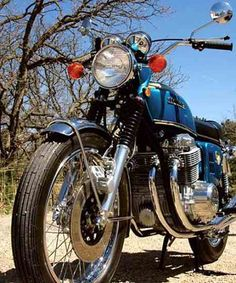 With its four-cylinder transverse engine, the Honda was a big hit with the public at its introduction in 1968 and has since become a collector favorite. Honda Cycles, Vintage Honda Motorcycles, Touring Motorcycles, Honda Bikes, Womens Motorcycle Helmets, Retro Motorcycle, Motorcycle Girls, Honda 750, Classic Bikes For Sale