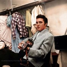 Elvis Presley — I have never seen this photos before (in color). Elvis Presley Priscilla, Elvis Presley Photos, Lisa Marie Presley, Rare Elvis Photos, Freddy Rodriguez, Are You Lonesome Tonight, Young Elvis, John Lennon Beatles, The Way He Looks