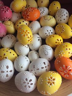 Egg Crafts, Easter Eggs, Carving, Pottery, Wood, Egg, Easter, Remedies, Manualidades