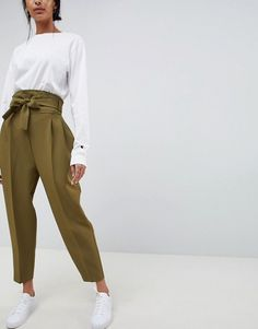 Buy ASOS DESIGN high waist balloon tapered trousers at ASOS. Get the latest trends with ASOS now. Trouser Outfits, Pants Outfit, Casual Outfits, Fashion Outfits, Work Outfits, Casual Pants, Fashion Trends, Women's Fashion, Office Outfits