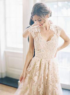 Lace Wedding Dress/Sleeveless Wedding Dress/ V-Neck Bridal Dress/Custom Wedding Dress