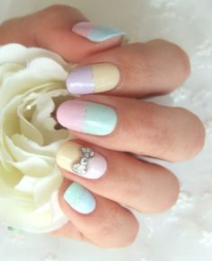 Love the bow on this nail look