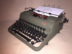 Schreibmaschine Optima Elite khaki vintage mechanical portable typewriter 1952