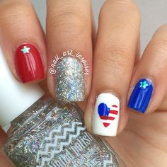 Patriotic nails. (by @nail_art_inspirer on IG)