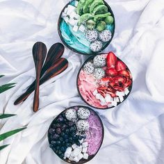 Eat the rainbow & don't forget to include the most important ingredient, self-love Loving these smoothie bowls by @tropicallylina & thinking of how I can load them up with veg without compromising the flavor. I'm thinking a sprinkle of spirulina, steamed cauliflower, beets & raw peeled zucchini ANY OTHER IDEAS, my dear criminals? #breakfastcriminals