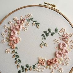 Most recent Photos embroidery art vintage Suggestions Herzform Stickrahmen Kunst Stickerei Embroidery Hearts, Embroidery Flowers Pattern, Hand Embroidery Stitches, Silk Ribbon Embroidery, Modern Embroidery, Embroidery Hoop Art, Crewel Embroidery, Hand Embroidery Designs, Vintage Embroidery