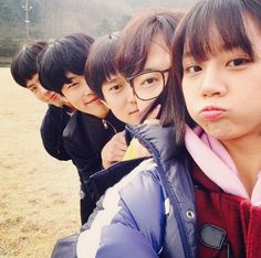 "Girl's Day Hyeri Inspires Squad Goals With ""Reply 1988″ Cast"