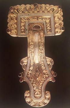Fibula a staffa d'argento placcata in oro. Da Sopron. 550 d.C.