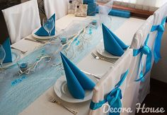 Koristeoksa, seassa koristehelminauhaa ja kynttilöitä (tuikkukipoissa valkoista koristehiekkaa) Table Decorations, House, Furniture, Google, Home Decor, Weddings, Decoration Home, Home, Room Decor
