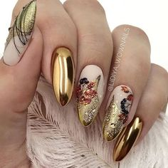 Almond nail art designs for girls on the go, trendy bright colors and warm colors for every woman, we sorted beautiful design that you can Polygel Nails, Gold Nails, Chrome Nails, Cute Nails, Hair And Nails, Gold Chrome, Coffin Nails, Almond Nail Art, Almond Acrylic Nails