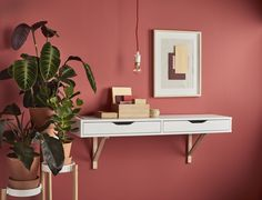 A clever Ikea hack reveals how to turn a simple drawer into a practical dressing table — and it's a great idea for smaller spaces. Small Living Rooms, Living Room Modern, Dressing Table Hacks, Dressing Room, Utility Room Storage, Liatorp, Ikea Drawers, Hanging Rail, Home Decor