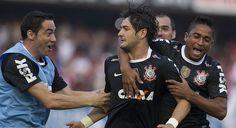 Sport Club Corinthians Paulista - Alexandre Pato scores!