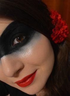 Tuxedo Mask inspired makeup by http://lemaslife.blogspot.de/2015/11/tuxedo-mask-blogparade.html