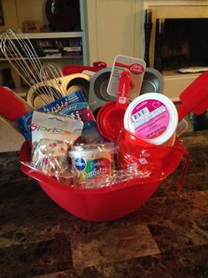 I love these DIY gift basket ideas. These DIY gift baskets are super easy to make and are the perfect gifts for any occasion such as birthdays Christmas for women men kids couple mom father birthday and more. Cupcake Gift Baskets, Birthday Gift Baskets, Diy Gift Baskets, Birthday Gifts, Father Birthday, Basket Gift, Ball Birthday, Birthday Parties, Gift Baskets For Women