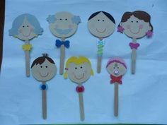 Kids Crafts, Daycare Crafts, Classroom Crafts, Family Crafts, Craft Stick Crafts, Preschool Family Theme, Preschool Learning Activities, Preschool Activities, Grandparents Day Crafts