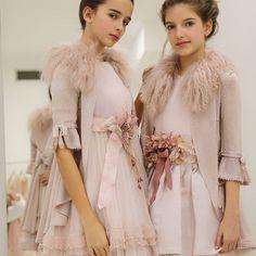 Y ahora de serias #marilovers 😂 Outfit de @hortensiamaeso que podéis encontrar en sus tiendas de Valencia, Gandía y próximamente Madrid o en puntos de venta como @palmaspalmitascastellon ♥️ @cabals_olivia_oficial and me desfilaremos este Domingo para @hortensiamaesoteen ♦️♦️ #merriers #fashionmodels #fashionkids #palmasPalmitas #hortensiamaesokids #hortensiamaeso #hortensiamaesoteens #modainfantil #modateen #desfilemoda #pasarelamoda #castellon #desfilesolidario #minimodels #iloviu ♥️