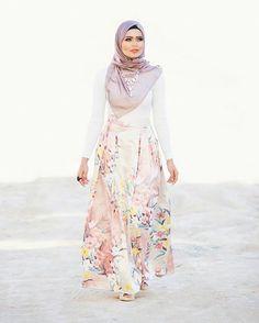 pastel hijab for spring 2016- Hijab spring street fashion http://www.justtrendygirls.com/hijab-spring-street-fashion/