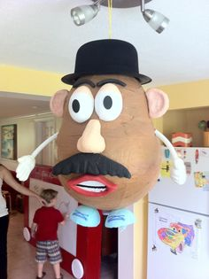 Homemade Mr. Potato Head Pinata                                                                                                                                                      Más