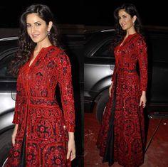Katrina Kaif | Bollywood Celebrities Looked Damn Good At The 2016 Umang Mumbai Police Show