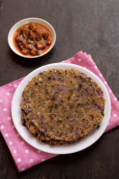 Cabbage Paratha recipe is an easy, healthy and nutritious dish to make home at any time of the day. I have used purple cabbage you could use green cabbage also for this recipe. Roti Paratha Recipe, Roti Recipe, Paratha Recipes, Cabbage Recipes Indian, Purple Cabbage Recipes, Indian Food Recipes, Green Cabbage, Ethnic Recipes, Kitchens