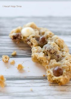 Super soft white chocolate raisinet #cookies on iheartnaptime. net ...This combo of flavors is mouthwatering! Great idea for holiday baking!