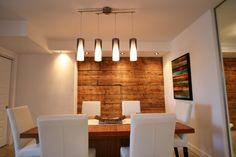 Salle a manger avec joli mur de bois Condo, Architecture, Design, Wood Walls, Dinner Room, Pretty, Diy Ideas For Home, Arquitetura, Design Comics