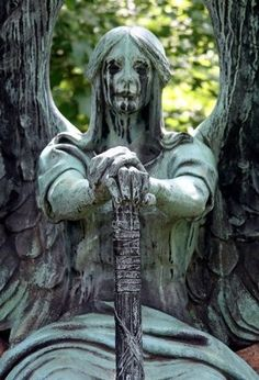 A famous statue from Lake View Cemetery located in Cleveland, Ohio. The Haserot Angel of Death Cemetery Angels, Cemetery Statues, Cemetery Art, Statue Ange, Sculpture Art, Sculptures, Old Cemeteries, Graveyards, Ange Demon