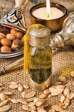 Huile d'argan, extraite des fruits de l'arganier