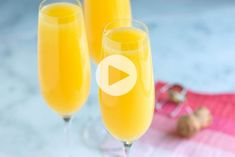 From champagne to cava to prosecco and more, if you choose one of these sparkling wine bottles you'll be taking your mimosa recipe to the next level. Mimosa Cocktail Recipes, Best Mimosa Recipe, Prosecco Cocktails, Mimosa Bar, Cocktail Drinks, Sangria, Mojito, Grand Marnier, Rum
