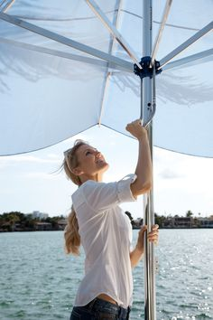 CARAVITA Supremo - Opening and closing made easy, quick and effortless with a sliding mechanism. Even a large umbrella (aurinkovarjo / terassivarjo) with a diameter of opens and closes quickly and comfortably.