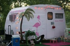 Love to go glamping in this gorgeous trailer. I love pink flamingos so this is perfect. Caravan Vintage, Vintage Rv, Vintage Caravans, Vintage Travel Trailers, Retro Trailers, Mini Caravan, Gypsy Caravan, Old Campers, Retro Campers