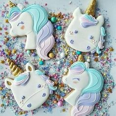 Decorated unicorn cookies decorated with royal icing and fondant. Some easy DIY unicorn cookies and many colorful, rainbow unicorn cookies! Fancy Cookies, Iced Cookies, Cute Cookies, Royal Icing Cookies, Sugar Cookies, Sugar Cake, Cupcake Birthday Cake, Birthday Cupcakes, Birthday Parties