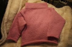 Haldis genser fra boka Strikk til mamma og mini i dobbel alpakka fra Drops Mini Me, Sweaters, Fashion, Moda, La Mode, Sweater, Fasion, Fashion Models