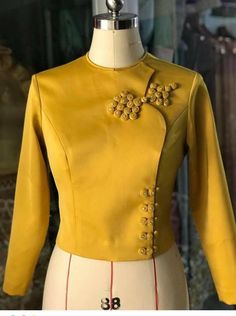 Traditional Dresses Designs, Traditional Fashion, Traditional Outfits, Dress Neck Designs, Blouse Designs, Myanmar Dress Design, Corsage, Myanmar Traditional Dress, Stylish Blouse Design