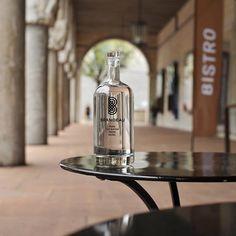 www.brandeau.ch I   Erfrischung  vor dem Kunstmuseum Basel.  •••  #brandeaubottles #wasser #water #wasserflasche #wassertrinken #wassergenuss #hahnenwasser #stilleswasser #flasche #karaffe #wasserkaraffe #glasflasche #fillin #schweizerwasser #tapbottle #tapwater #basel #museum #museumcafe #freshwater