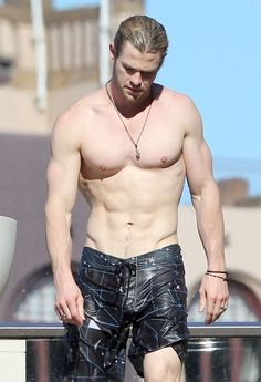 O_o   Chris Hemsworth