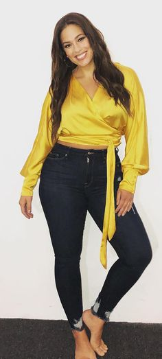 Ashley Graham in high waisted denim jeans and a satin yellow crop top, denim designed for plus size : Curvy Girl Outfits, Curvy Girl Fashion, Petite Fashion, Ashley Graham Outfits, Ashley Graham Style, Ashley Graham Model, High Waisted Denim Jeans, High Jeans, Yellow Crop Top