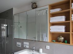 Spiegelschrank im Duschbad Source by The post Spiegelschrank im Duschbad appeared first on Live. Shaker Style Kitchen Cabinets, Shaker Style Kitchens, Kitchen Cabinet Styles, Painting Wood Cabinets, Mirror Cabinets, Laminate Countertops, Concrete Countertops, Wood Bathroom, Bathroom Layout