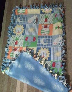 Como hacer una alfombra Pot Holders, Quilts, Blanket, Carpets, Diy, Ideas, Fabric Rug, Fabric Scraps, Crafts For Kids