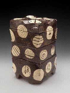 goro-suzuki-ceramic-stacking-boxes-475x633