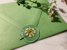 Handmade Clear Wax Seal with Real Chamomile Flowers Birthday Invitations, Wedding Invitations, Pen Pal Letters, Envelope Art, Wax Seal Stamp, Letter Writing, Diy Gifts, Unique Gifts, Creations