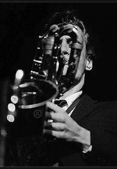 Donald Edward Cuber, más conocido como Ronnie Cuber, es un saxofonista norteamericano de jazz, nacido en Brooklyn, Nueva York, el día de Navidad de 1941. Cuber desarrollará, sobre todo, una carrera importante como músico de estudio, aunque participará también en giras de Frank Zappa, Lee Konitz (1977 y 1979) y Charles Mingus (1978).