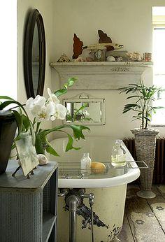 Pretty bathroom with a clawfoot tub. Bad Inspiration, Bathroom Inspiration, Bathroom Ideas, Bathroom Inspo, Bath Ideas, Interior And Exterior, Interior Design, Up House, Beautiful Bathrooms