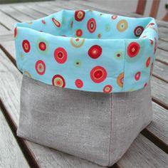 Du lin, du tissu fantaisie... en quelques points de couture, réalisez ce joli pot en tissu.Ce joli pot est réversible: un côté lin, un côté fantaisie! A retourner au grès de vos humeurs! Vous n'aurez plus d'excuses pour