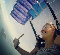 Fallschirmspringen in Mission Beach #skydive #missionbeach #somuchfun #incredible #feelings #greatbarrierreef #done #Australia #potd by annilewa http://ift.tt/1UokkV2